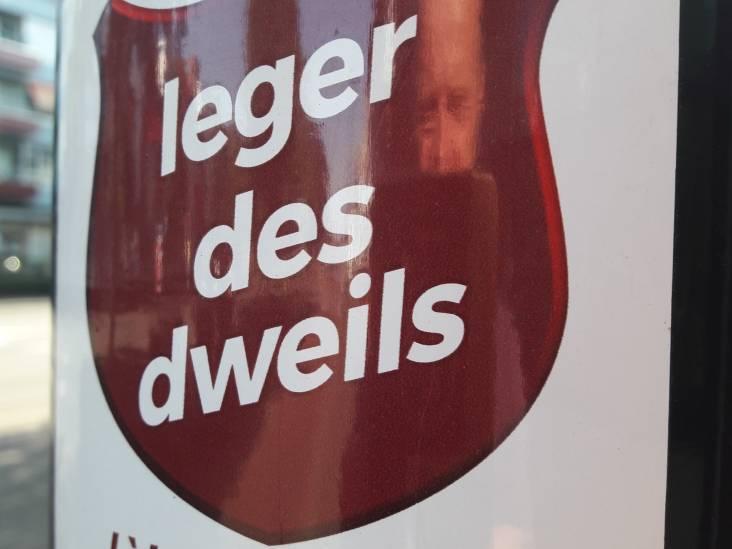 Stickers in Tilburg: 'Lèkker is mar éene vinger lang'