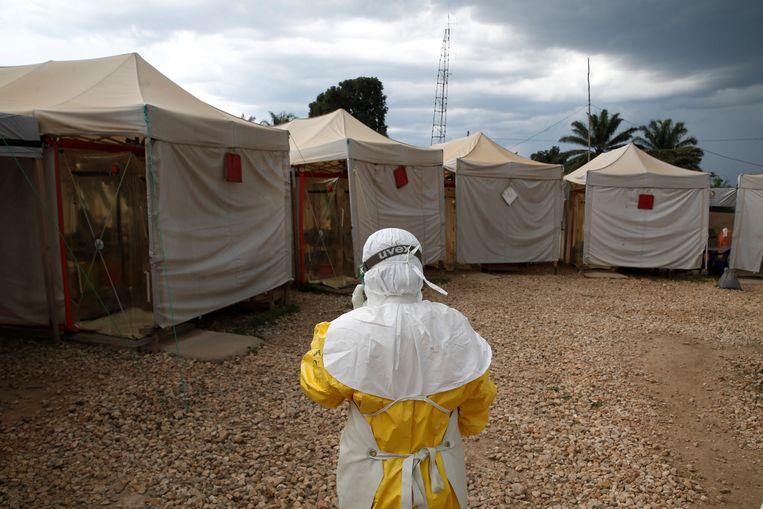 De ebola-epidemie in het oosten van Congo raakt maar niet onder controle. De uitbraak is de tweede zwaarste ooit, na de epidemie die in 2014 en 2015 in West-Afrika 11.000 mensenlevens eiste.