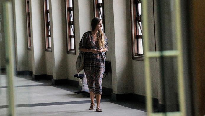 La compagne d'un des deux touristes étrangers susceptibles d'être condamnés à la peine de mort à Kuala Lumpur, le 8 octobre 2018, suite à une suspicion de meurtre dans un hôtel en août 2017. Les deux Chiliens plaident toujours non coupables mais encouraient une exécution par pendaison jusqu'à l'annonce providentielle du ministre malaisien.