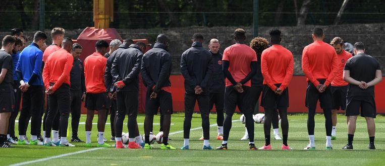 Een minuut stilte voorafgaand aan de training van Manchester United. De Engelse grootmacht treedt woensdag aan tegen Ajax in de finale van de Europa League. Beeld null