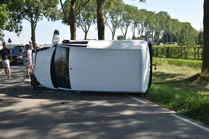 Op de Hogeweg in Nieuwaal heeft zaterdag een eenzijdig ongeval plaatsgevonden.