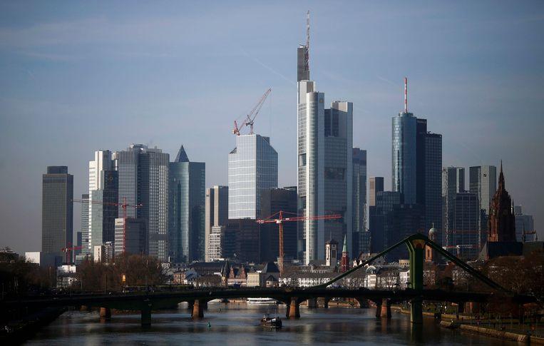 Bankendistrict in Frankfurt, het hoogste gebouw in het midden is het hoofdkwartier van Commerzbank.  Beeld null