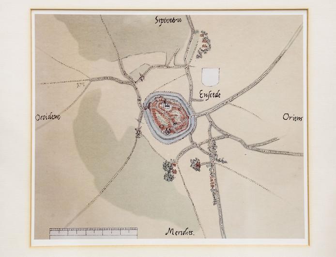 Eén van de oudste plattegronden van Enschede, gemaakt door cartograaf Jacob van Deventer (1505-1575). De cirkels rond de stad zijn de grachten.