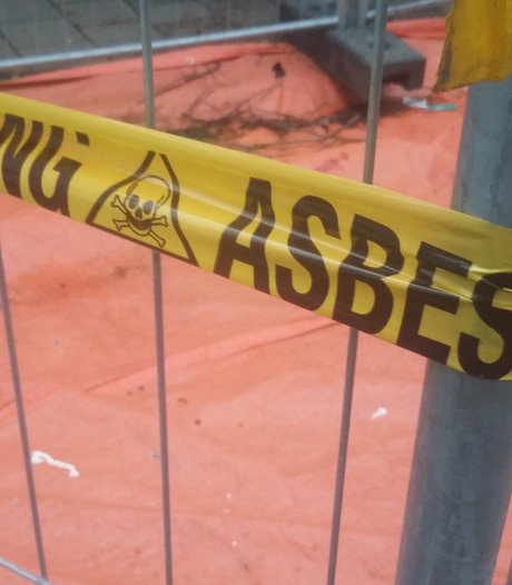 Brand verspreidt asbest in Emmastraat Arnhem