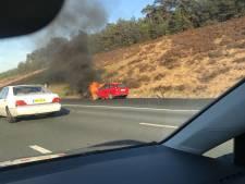 Auto in brand op A28 bij Soesterberg
