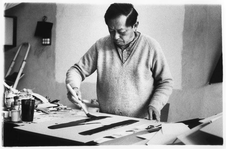 Oey Tjeng Sit was meestal in zijn atelier te vinden. Zijn zaak aan de Prinsengracht 128 werd door personeel en werkstudenten draaiende gehouden. Beeld