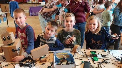 Kinderen leren alles over techniek in bib van Baarle