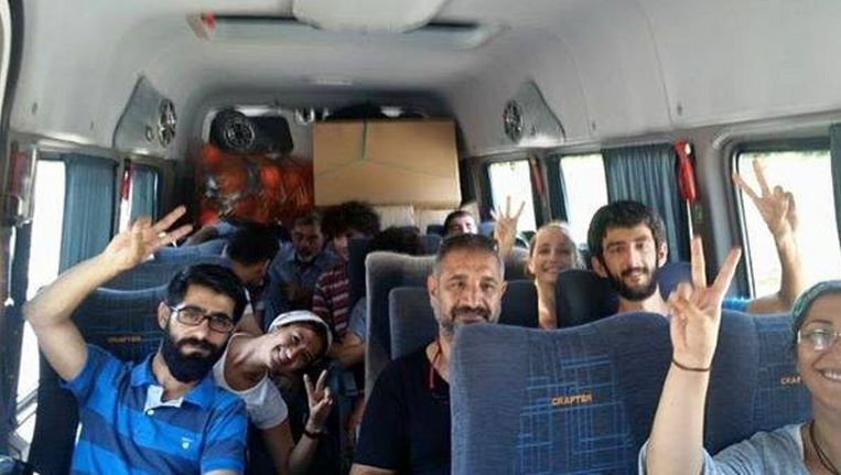 SGDF-leden op weg naar Suruç. Beeld Agos