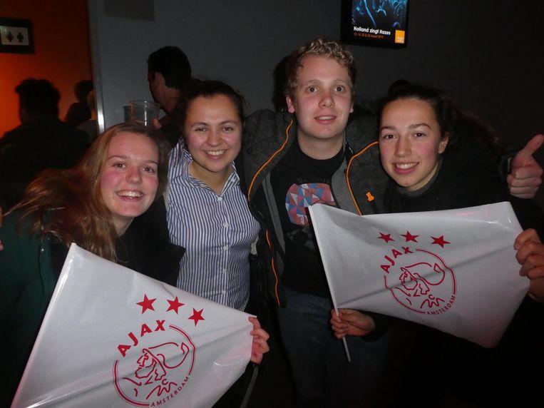 Na afloop: supporters Annika Vos, Lida Jeronina, Joost Bakker en Sanne Beerta. 'Over twee weken 2-0 voor Ajax!' Beeld Schuim
