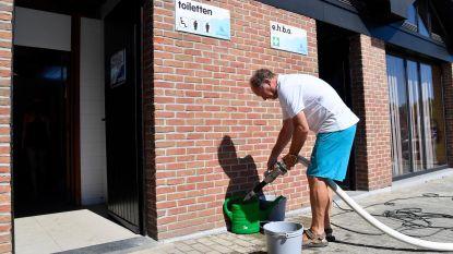 Te droog: toiletten voor 2.000 gasten met emmertjes gespoeld