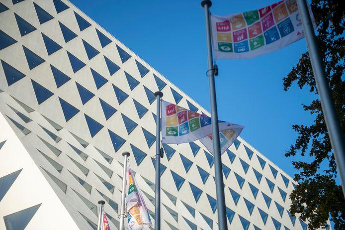 Provincie hangt SDG vlag uit