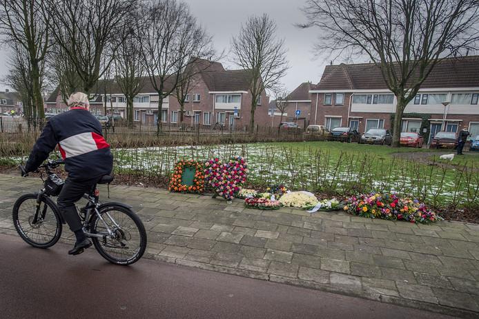 Bloemen op de kruising van de Lunetstraat met het Dijkplein.