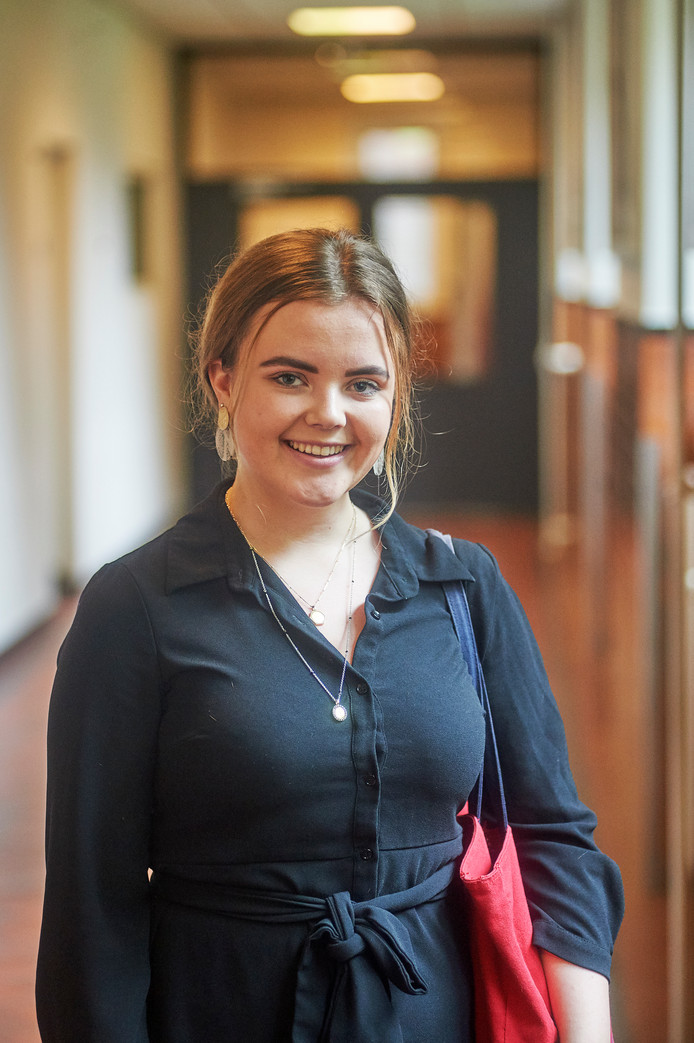 Sophie van der Schoot doet voor de 2e keer examen VWO op het Titus Brandsmamuseum te Oss. Fotograaf: Van Assendelft/Jeroen Appels