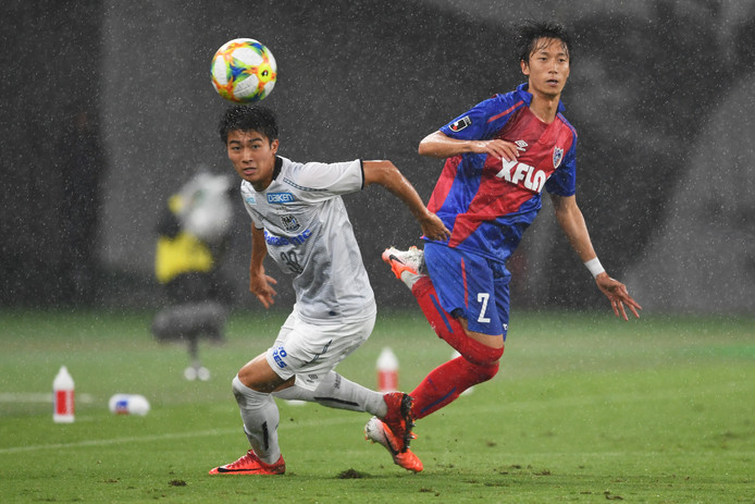Keito Nakamura (l): de Japanse aanwinst van FC Twente.