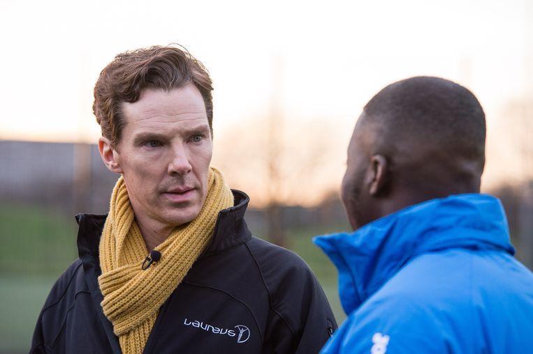 Benedict Cumberbatch besprak het programma van de organisatie uitvoerig met de trainers.