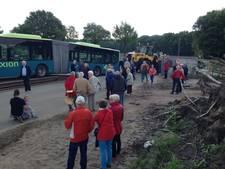 Bus rijdt zich vast op weegbrug langs N18