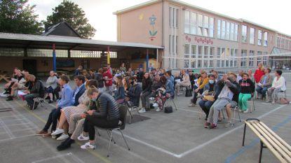 De Bijenkorf Sleidinge geeft zesdejaars feestpakket om getuigschrift thuis in bubbel te vieren