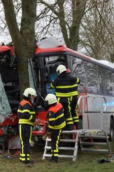 Kinderen in gecrashte bus erg bezorgd om chauffeur, slachtoffer buiten levensgevaar