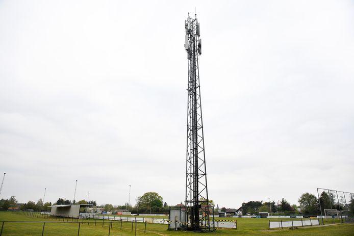 Een 5G-mast in het Limburgse Pelt, waar in april brand werd gesticht.