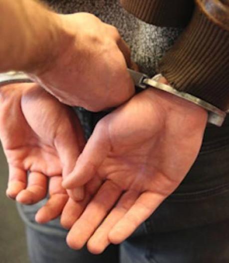 Inbreker op heterdaad betrapt in auto in Enschede