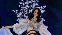 Oeps: Victoria's Secret model komt ten val