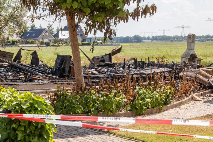 In de nacht van 15 op 16 juni brandde een chalet op camping 't Akkertien helemaal af.