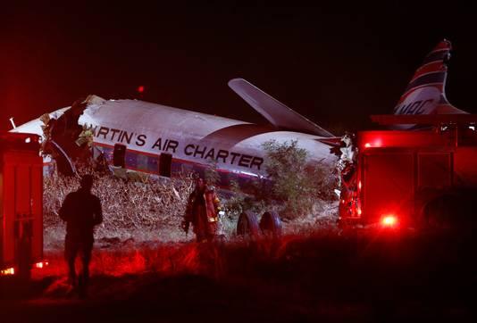 Hulpverleners bij het gecrashte toestel van Aviodrome, nabij Pretoria.