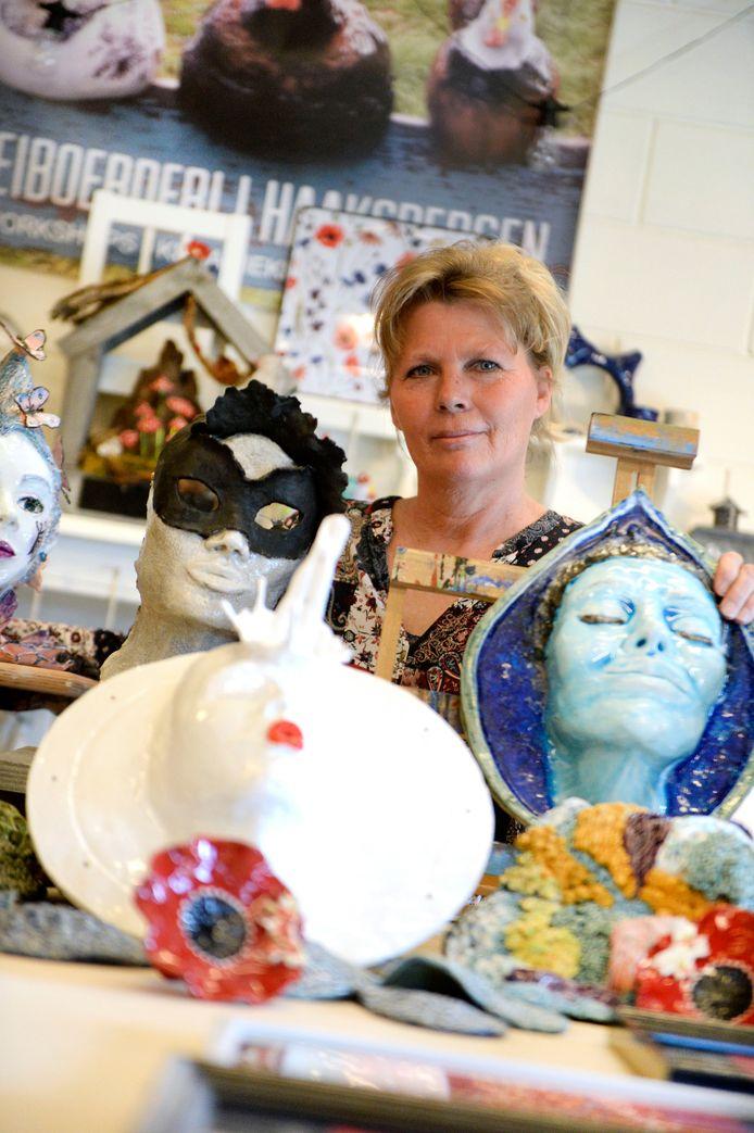 Kunstenares Jolanda Bouwmeesters gebruikt haar keramiek om haar ziekte te verwerken.
