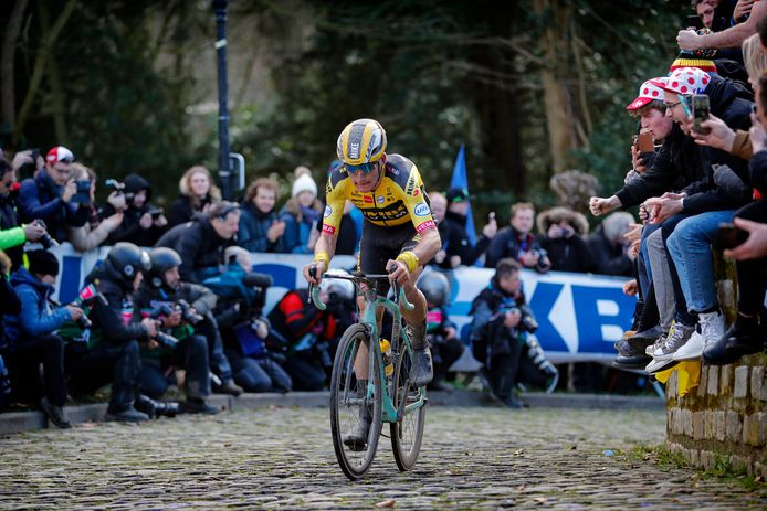 Mike Teunissen tijdens de Omloop Het Nieuwsblad doet zondag mee aan de virtuele Ronde van Vlaanderen.