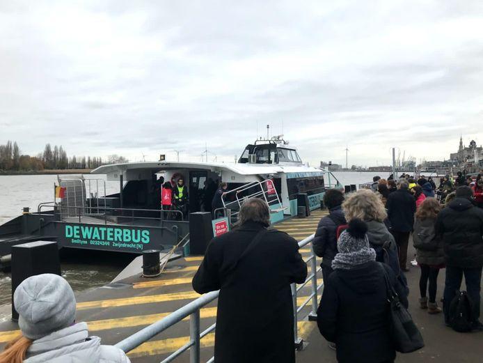De waterbus in Antwerpen wordt uitgebaat door het bedrijf Swets ODV Maritiem uit Zwijndrecht, dat mogelijk ook de watertaxi op het Wolderwijd tussen Zeewolde en Harderwijk gaat exploiteren in de zomer van 2021.