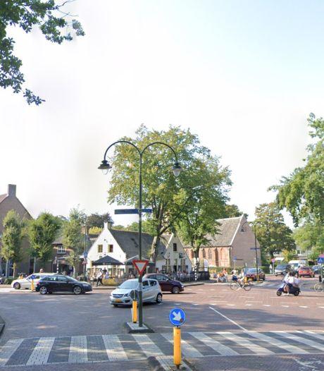 Veel jongeren bij 'automeeting' op Larense Brink; politie grijpt in