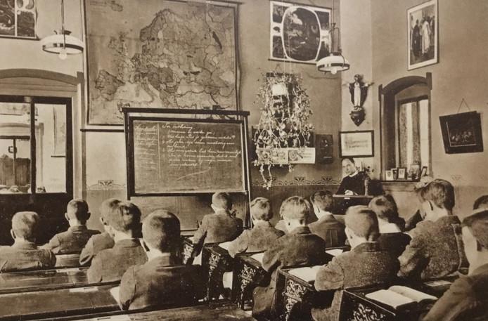 Schoolklas van de Fraters van Tilburg. Wel lege plaatsen, geen spijbelaars.