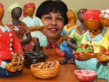 Betuwse Gaitri boetseert de vrouwen van haar jeugd