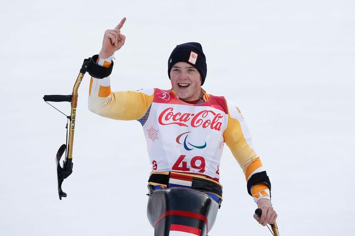 Jeroen Kampschreur na het behalen van zijn gouden medaille op de supercombinatie.