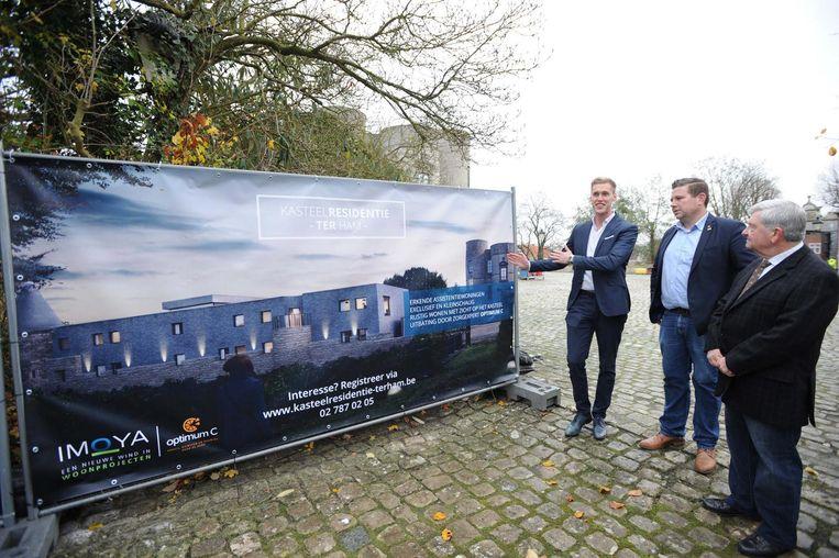 De onthulling van project door projectmanager Robrecht Vanstallen (l.), burgemeester Kurt Ryon (m.) en Ter Ham expert Jean-Paul Dierickx (r.).