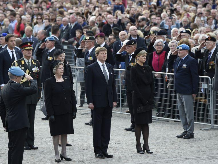 Koning Willem-Alexander en koningin Maxima tijdens de Nationale Dodenherdenking bij het Monument op de Dam. Beeld ANP