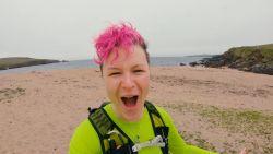 Vrouw loopt 4.216 kilometer op haar blote voeten door Verenigd Koninkrijk