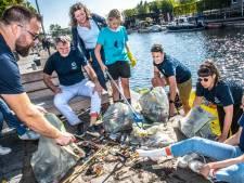 Puin ruimen als 'bedrijfsuitje': de Piushaven is weer een stukje schoner