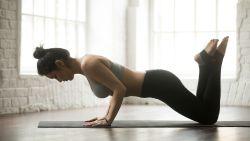 VIDEO: Met deze eenvoudige oefeningen train je je borstspieren strak en sterk
