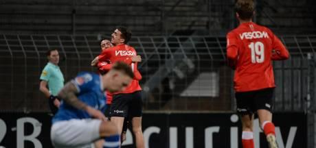 FC Den Bosch is bezig met een kansloze missie; Helmond Sport zet ploeg te kijk