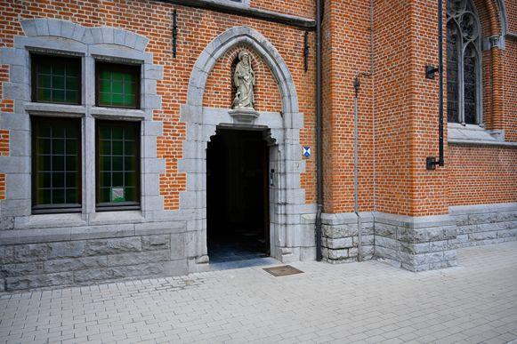Eén va de struikelstenen kreeg zopas een plaats voor de toegang van de Sint-Pieters- en Paulusabdij. Daar vond vorige week de inhuldiging plaats, maar zonder stenen omdat die verdwenen waren.