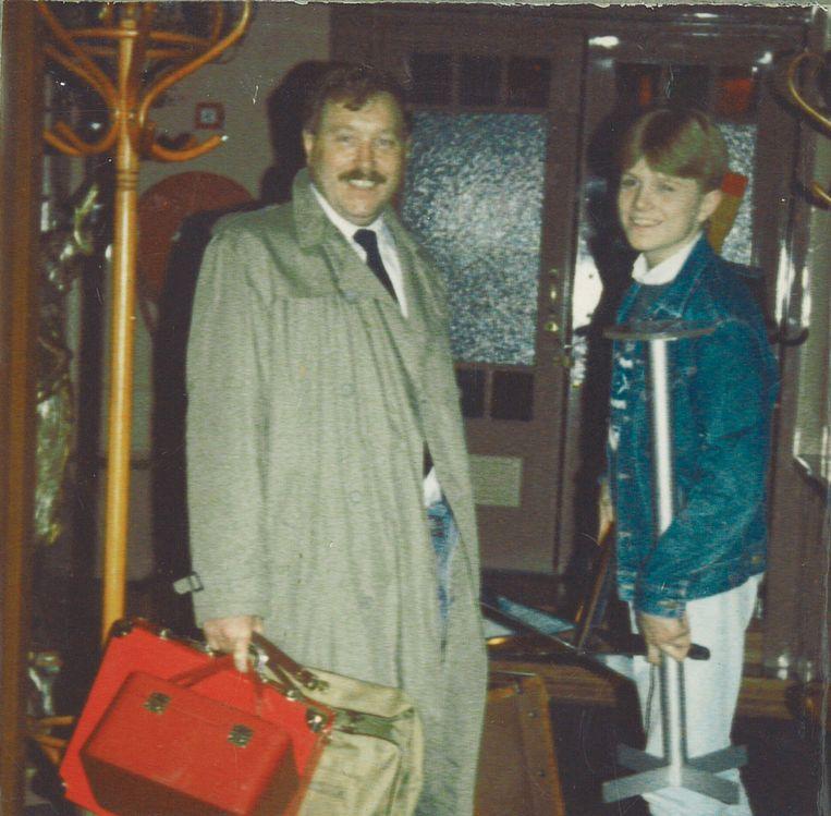 Hans Klok met zijn vader Klaas in 1984.  Beeld Privearchief Hans Klok