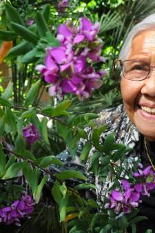 Vlissingse 'tante' Tilly Knuppel beweegt op haar 104de nog het soepelst bij de gymnastiek