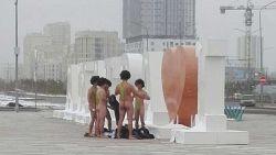Mankini-dragende Borat-toeristen op de bon in Kazachstan