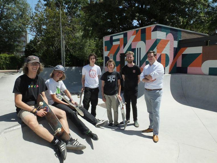 De nieuwe muurschildering siert de elektriciteitsvoorzieningen aan het skatepark Briel.