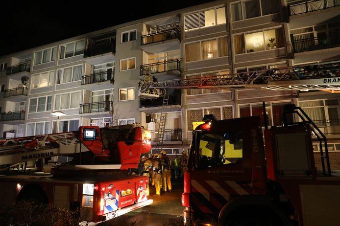Alle woningen van het door brand getroffen portiek aan de Stanleylaan werden ontruimd.
