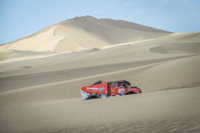 De Renault Sherpa van Martin van den Brink tijdens de eerste etappe van deze Dakar Rally.