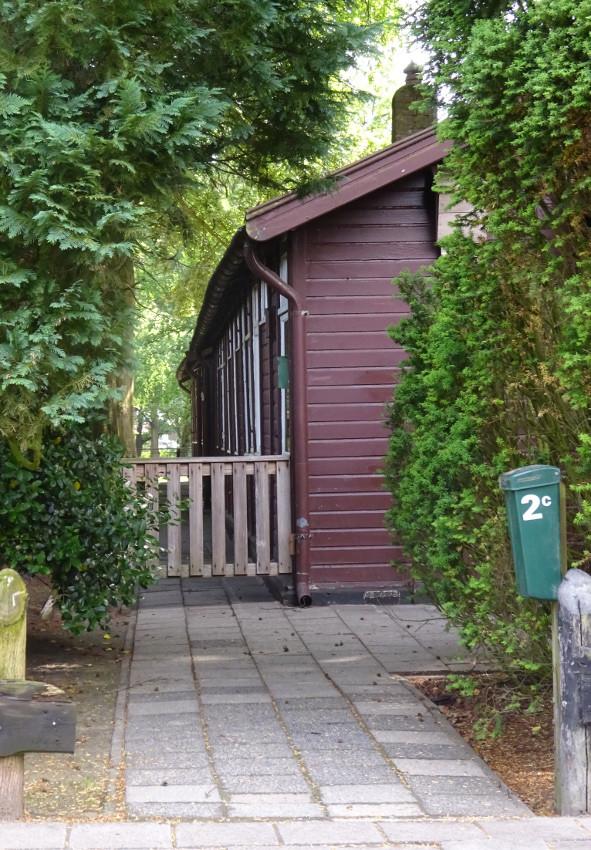 Een van de houten barakken, later als woning gebruikt. Nu een rijksmonument.