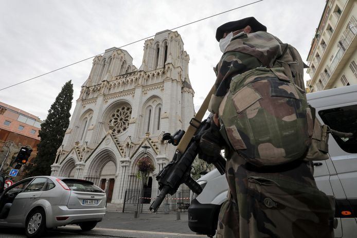Soldat français devant la basilique Notre-Dame à Nice, ce 29 octobre.