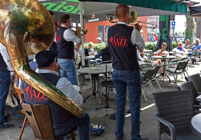 The Longfield Jazz Crackers tijdens Scheldejazz 2018 in Terneuzen.